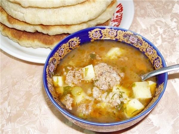 Суп с фрикадельками,сельдереем и томатной пастой Грибной суп с морковью и сельдереем