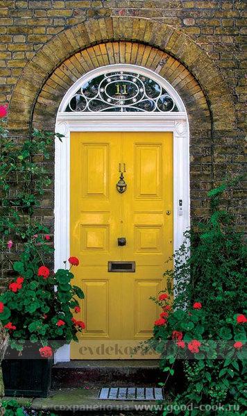 Желтая дверь