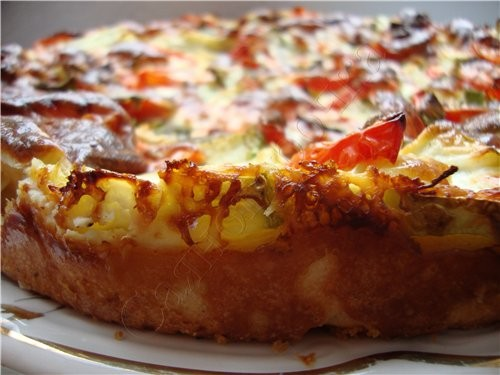 Пирог с цуккини тесто 100 грамм маргарина (масла) 2 яйца 2 столовые ложки сметаны щепотка соли мука...