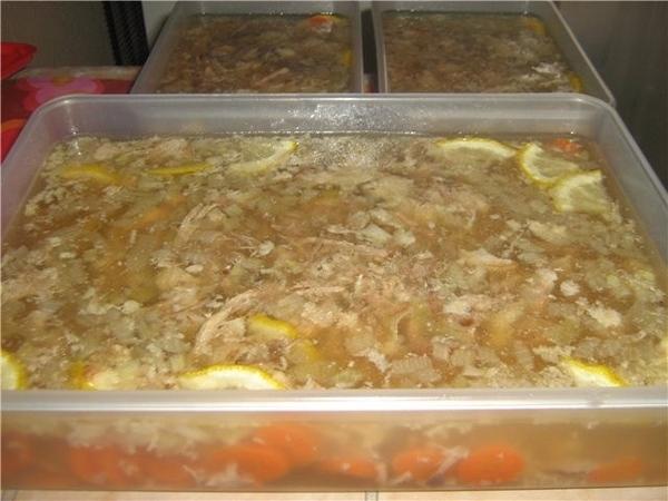 Холодец Все мясо вымочить в течение 12 часов в холодной воде (так выходит лишняя кровь) В идеале ку...