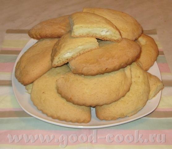 Если сочники - это печенье, то мне сюда 250 г маргарина растереть с 1 стаканом сахара, вбить 3 яйца...