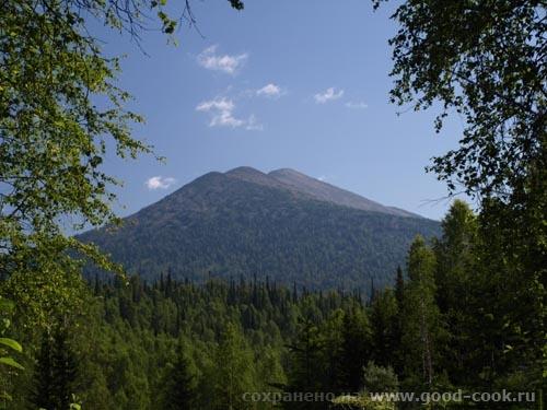 """вид на """"Дураки"""" . Название гор в горном массиве Поднебесных Зубьев."""