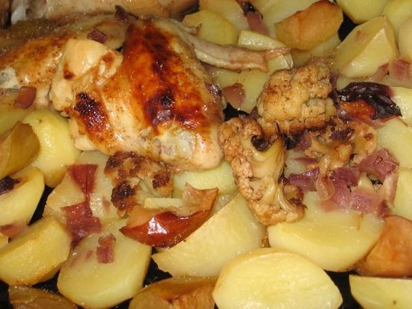 Курица с цветной капустой и сливами