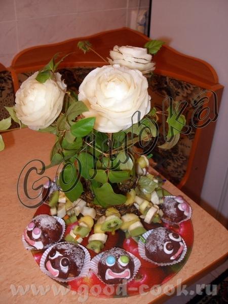 Ну и пошел сладкий стол:-) Ту снова розочки, только на этот раз не совсем что бы съедобные,ну эт на...