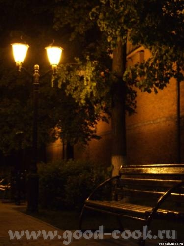 Уже нсеколько часов ищу извилистую улочку города с каменной кладкой, архитектурой и фонарями - 3