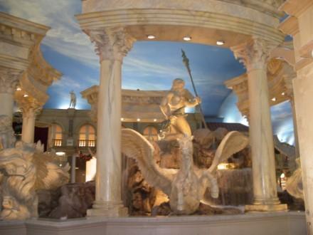 Один из самых красивых отелей в Вегасе, на мой взгляд, безусовно Ceasar palace Он протягивается на... - 7