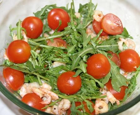 "Салат с руколой и креветками от ""Белой Дачи"" 450 гр"