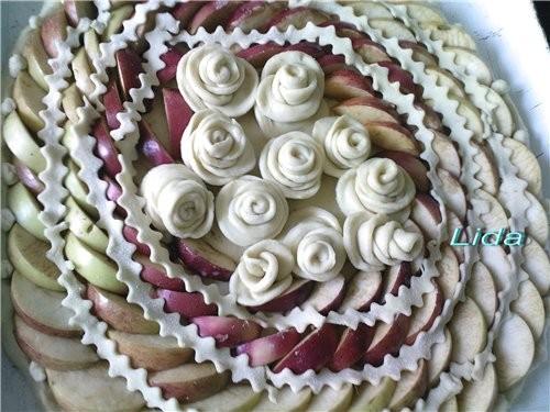 Пирог яблочный Розы
