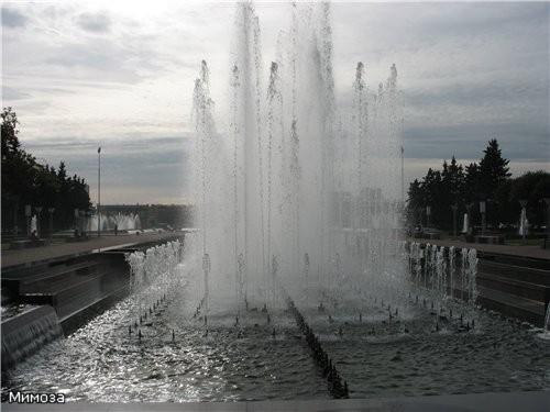А это уже комплекс тоже новых фонтанов у Финляндского вокзала - они еще и подсвечиваются - 2