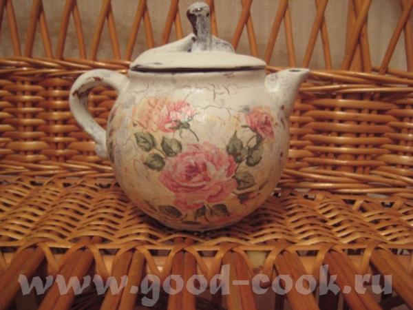 Старый керамический чайничек