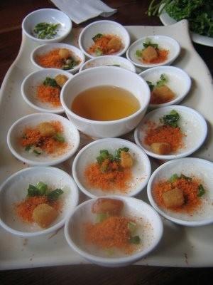 Пироги по-хюэски Город Хюэ – это древняя столица Вьетнама, поэтому кулинарные традиции здесь склады...
