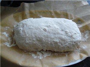 Формирование овальной булки : Разворачиваем тесто, не сложенная часть находится перед нами и делаем... - 10