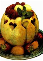 Корзинка из арбуза с фруктовым салатом - 7