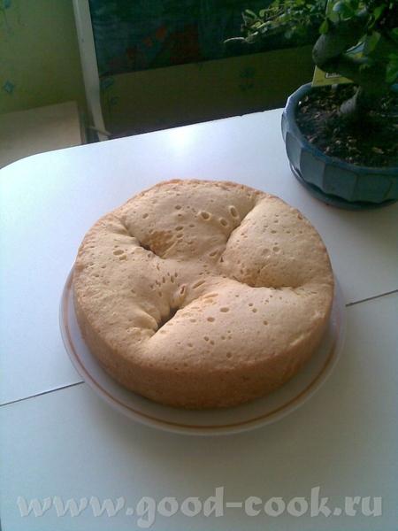 Вот, вчера готовила яблочное чудо 4 яйца 1 стакан (обычный) сахара 1 стакан (обычный) муки щепотка...
