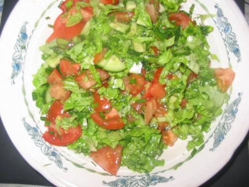Салат из овощей пюре курица на гриле в микро магазинный крендель с маком борщ