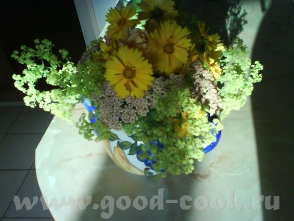 А вот наши садовые цветы : просто летний букет,поднимающий настроение, красавица астильба садовый з...