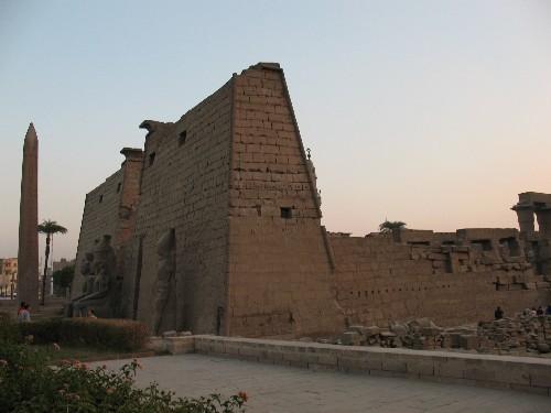Храм Луксор Моя любимая фотография (хоть и не самая качественная) – в темном небе Луксора над камня...