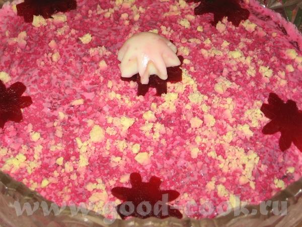 А вот и мой Новогодний стол: Маринованые грибы Оливье (не украшала, только посыпала розовыми яйцами... - 5