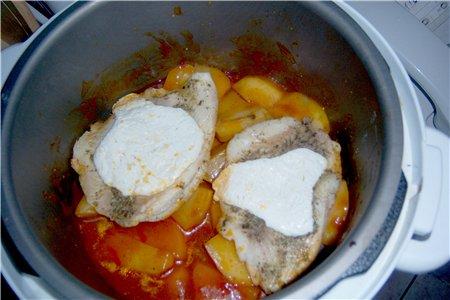Вот за последниее время сделала Рыбка под сметаной,на картошке тушеной в томате