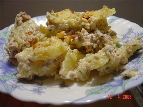 я делала вчера картошечку с обжарееным фаршем и соусом в духовке