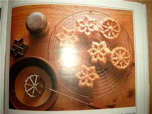 Я нашла в немецкой книге вот такой рецепт: (мной не испробован) ROSETTENKЬCHLEIN