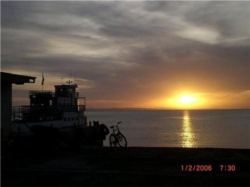 А теперь просто несколько фотографии с пояснениями и без: восход или закат на озере вот по таким до... - 2