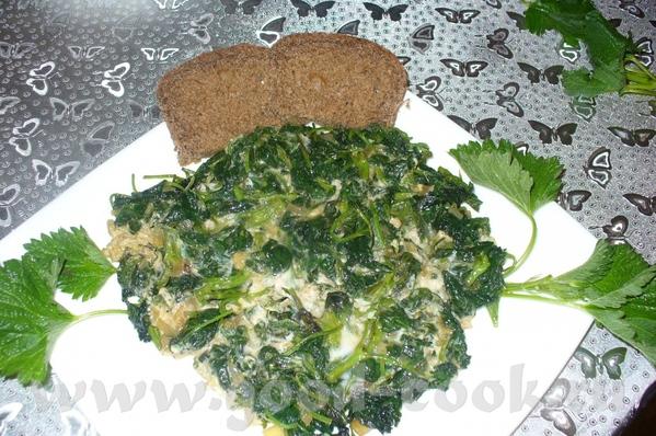 шпинат с яйцами( спанах дзувов) приготовление : репчатый лук мелко нарезать и пожарить на топленном...