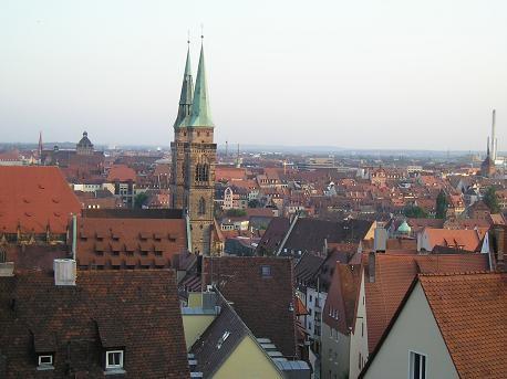 """На смотровой площадке крепости виден весь город: - вот тебе полно """"необычные крыши из красного кирп..."""