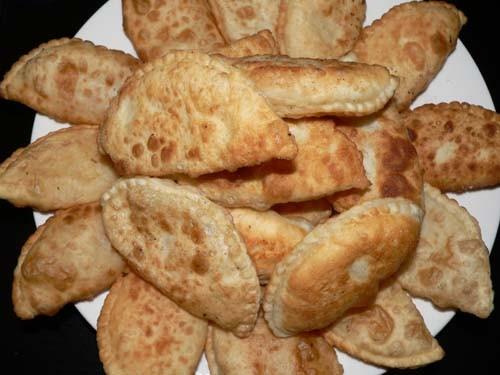 Девочки сегодня я 2 вида Самсучек делала Треугольники вы уже видели и вот еше полукруглые с картошк...