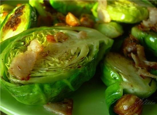 Обычно с брюссельской капустой выбор рецептов невелик, ее добавляют в супы или к рагу, и не всегда...