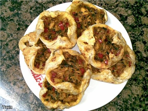 Пирог-хлеб с тунцом Пирожки треугольники с тыквой и шпинатом Гнездышки из слоенного теста с мясом и... - 4