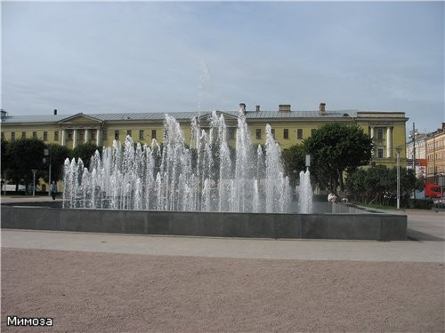 А это уже комплекс тоже новых фонтанов у Финляндского вокзала - они еще и подсвечиваются - 4