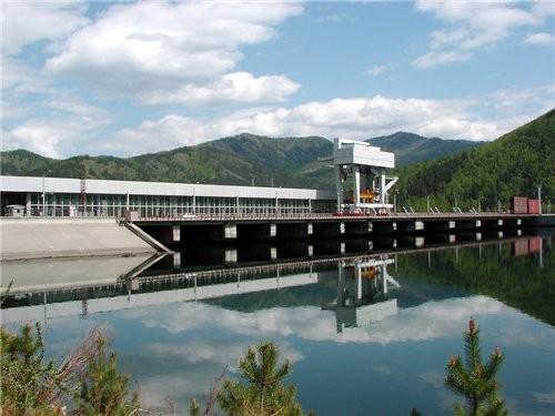 Ниже Саяно-Шушенской ГЭС расположен её контррегулятор — Майнская ГЭС мощностью 321 МВт, организацио... - 2