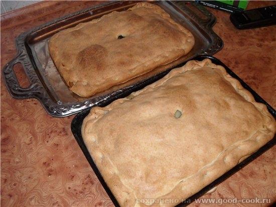 На выходных ездили на лыжах катались, на мне были пироги :grin: Один с фаршем и картофелем, а второй Пирог овощная смес...