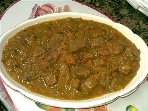 Мясо с овощами и гарниром из риса 800 г говядины 2 луковицы 1 большая морковь 1 сладкий перец зелен...