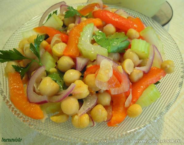 Блюда от , La Dolce Vita : Салат из маринованного гороха нут Суп из цуккини с грушей