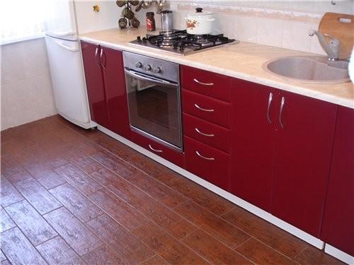 Какая кухонька у тебя красивая и светлая И мне нравиться когда балкон с кухни ( но у меня такого сч...
