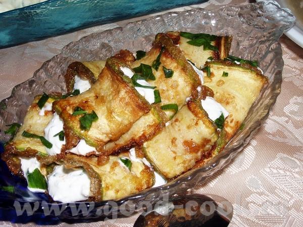 Морковно-баклажанная икра Лабане Фаршированные яйца Кабачковые рулетики с сыром - 4