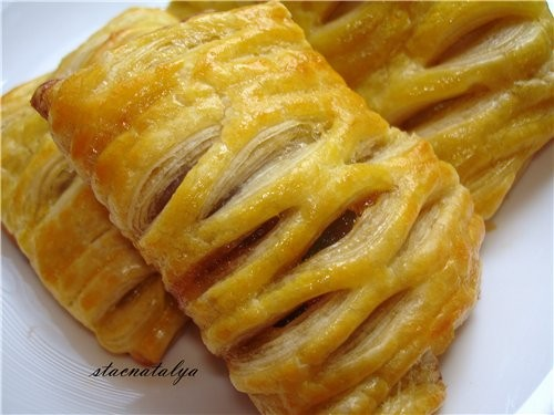 ФОРНЕТТИ С ЯБЛОЧНЫМ ПОВИДЛОМ Потребуеться: слоёное тесто, яблочное густое повидло ( хотя можно любу...