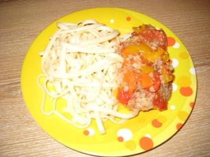 Тефтельки с овощами Готовим мясной фарш, у меня телятина с говядиной, рис варим до полуготовности - 8