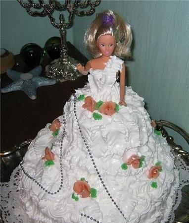 Ещё одна Барби, украшенная белковым кремом