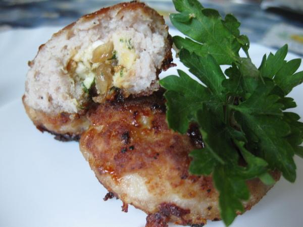 100 блюд из телятины Мясные зразы с яйцом и луком (паровые или жареные)
