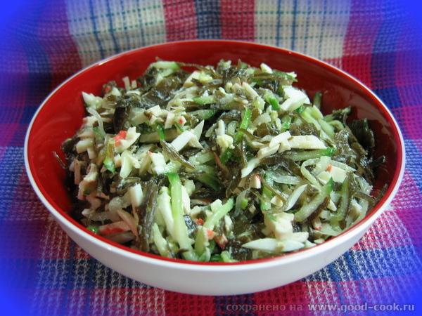 салат с морской капустой, крабовым мясом и свежим огурцом морская капуста, готовая к употреблению, 100 г, огурец свежий среднего размера 1 шт