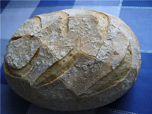 Простой белый хлеб, с хрустящей и немного резиноватой корочкой, мякишь мелкопористый слоистый - 2