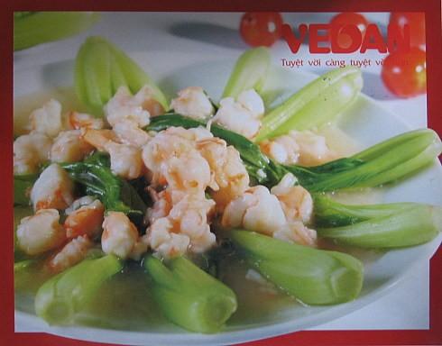 Шпинат с креветками Благодаря внушительному содержанию железа шпинат находится в списке самых полез...