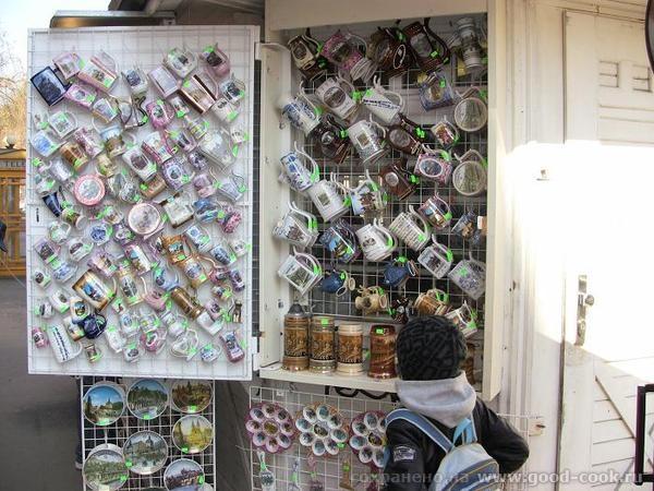 Это витрина магазина с богемским хрусталем, я никогда мимо не хожу - 7