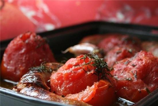 Сосиски, запеченные с помидорами по мотивам от Джейми Оливера 500 г томатов,5-6 сосисок полуфабрика...