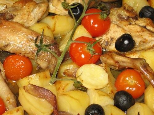 Оля, огромное спасибо за вкусный пятничный ужин: Курица с картофелем, помидорами и оливками по-сред...