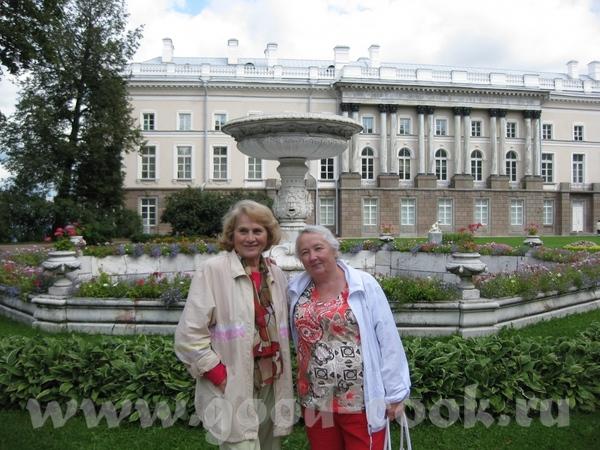 А я решила похвастаться секровью))))) Моя - слева, кто угадает, сколько ей лет
