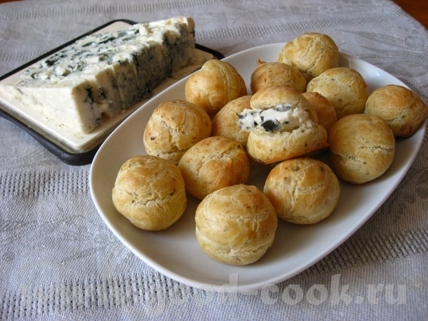 Профитроли с голубым сыром Источник: Журнал Гламур, март 2009, с